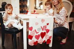 Valentines Day Kids Table | jojomommy.com