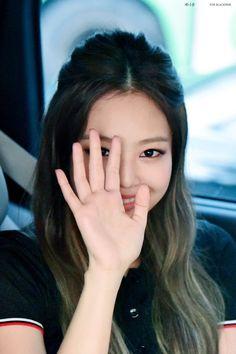 Hot Photo& of Jennie Blackpink Kim Jennie, Yg Entertainment, K Pop, South Korean Girls, Korean Girl Groups, Rapper, Kim Jisoo, Blackpink Photos, Blackpink Fashion