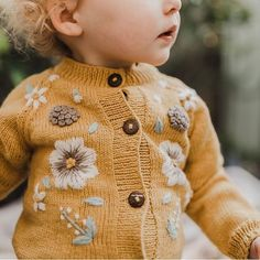 Baby clothes should be selected according to what? How to wash baby clothes? What should be considered when choosing baby clothes in shopping? Baby clothes should be selected according to … Little Fashion, Baby Girl Fashion, Fashion Kids, Slow Fashion, Baby Outfits, Kids Outfits, Knitting For Kids, Baby Knitting, Knitted Baby