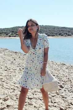 Casual summer floral dress with basket bag #moda #fashion #outfit