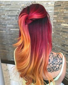 With the spring coming slowly, we started to see different hair colors more often on the streets and on the red carpet. Among the latest colorful hair trends, orange hair caught our attention. Ombre Hair Color, Cool Hair Color, Red Ombre, Hair Colors, Red Orange Hair, Peach Orange, Light Orange, Burnt Orange, Pulp Riot Hair Color