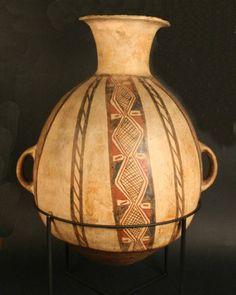 Aríbalo. Cántaro. Cultura Diaguita. Andes del Sur. Materiales: Cerámica  Periodo: Horizonte Inka. Diaguita III. Diaguita-Inka 1470- 1532 d.C.