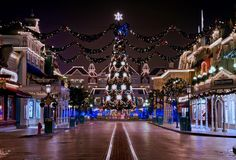 Disneyland in Paris | 2014 World's Top Christmas Destinations http://www.mydesignweek.eu/2014-worlds-top-christmas-destinations/#.VH2yWTGsXkU