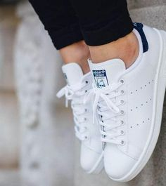 Sneakers femme stan smith adidas shoes ideas for 2019 Stan Smith Blue, Stan Smith Style, Adidas Shoes Women, Adidas Sneakers, Shoes Sneakers, White Sneakers, White Shoes, Sneakers Women, Sneakers Style