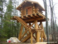 Log treehouse by http://www.pioneerloghomesofbc.com