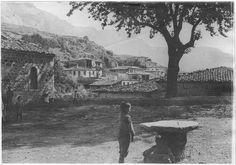 Arachova Le village. 7-1917. Ministère de la Culture France
