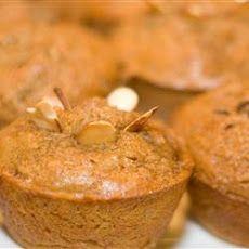 Bakpoeierlose piesang muffins.  Lekker saam vosbessies en bietjie ontbytgraan.