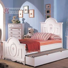 A cute trundle bed for a girl