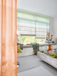 I love the use of multiple colors of a single fabric (Aura on these shades. It works particularly well here with a slatted shade to break up the transition. Palette, Traditional Interior, Free Interior Design, Best Vibrators, Muted Colors, Fabric Shades, Roman Shades, Window Treatments, Inspiration