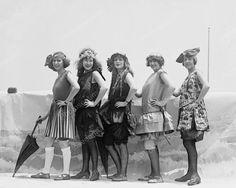 vintage everyday: Old Photos of Pretty Girls from between to Vintage Beach Photos, Vintage Photographs, Pretty Girls Photos, Girl Photos, Vintage Outfits, Vintage Fashion, Look Retro, Bath Girls, Glamour