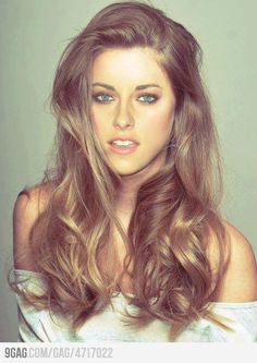 pretty hair color. But this cannot be Kristen Stewart. This girl is too gorgeous