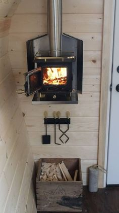 Best RV Renovations Ideas To Prepare This Winter Season Stuck inside this winter season? Tiny Cabins, Tiny House Cabin, Tiny House Living, Tiny House Design, Tiny Houses, Rustic Cabins, Log Cabins, Dog Houses, Mini Wood Stove