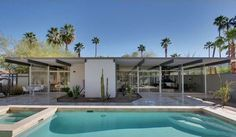 """The Lilliana Gardens Glass House"" by Wexler & Harrison Palm Springs Mid Century Decor, Mid Century House, Midcentury Modern, Casa Retro, Moderne Pools, Palm Springs Style, H Design, Design Ideas, Sign Design"