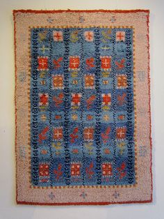 Gustavian rug by the finnish designer Esther Ax- Tokkola { 1946 }. Rya Rug, Wool Rug, Swedish Vikings, North Design, Modern Tapestries, Swedish Interiors, Rug Hooking, Textile Patterns, Soft Furnishings