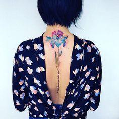 Les-delicats-tatouages-de-fleurs-de-Pis-Saro-2