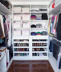 Custom Closet Design Ideas Which You Can Consider - Torturein Egypt Closet Office, Wardrobe Closet, Closet Space, Closet Shelves, Closet Storage, Closet Organization, Organization Ideas, Closets Pequenos, Organiser Son Dressing
