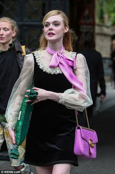 Elle Fanning looks regal in a Victorian blouse for Gucci catwalk show Elle Fanning - arriving at Gucci Cruise 2017 fashion show, London - June 2016 Gucci Fashion Show, Moda Fashion, Fashion Week, Fashion 2017, Runway Fashion, Fashion Outfits, Fashion Trends, Ladies Fashion, Fashion Stores