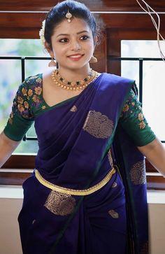 Kerala Saree Blouse Designs, Half Saree Designs, Blouse Designs Silk, Bridal Blouse Designs, Saree Trends, Saree Models, Elegant Saree, Fancy Sarees, Silk Sarees