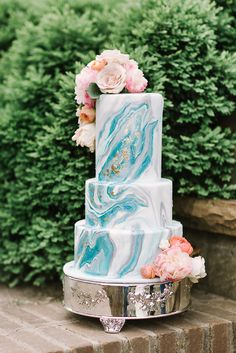 Love Wedding Cakes Blue and turquoise marbling and gold leaf makes for a stunning combination.especially when paired with stunning florals! Wedding Cake Photos, Beautiful Wedding Cakes, Farm Wedding, Blue Wedding, Turquoise Cake, Wedding Cake Inspiration, Wedding Ideas, Gold Cake, Pastry Shop