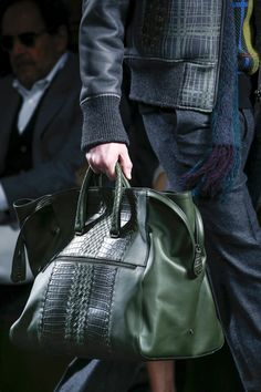 Super Bottega Veneta Fall 2016 Menswear Fashion Show Super Incredibile Bottega Veneta Fa. Handbags For Men, Hermes Handbags, Fashion Bags, Mens Fashion, Mens Luggage, Big Bags, Luxury Bags, Beautiful Bags, Bottega Veneta