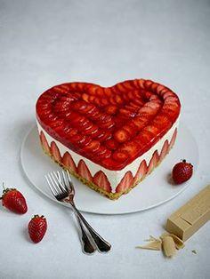 Erdbeer-Topfentorte in Herzform zum Muttertag