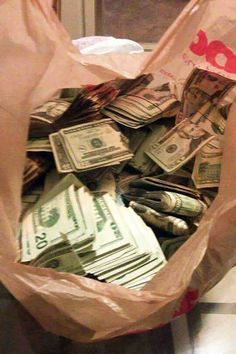 Money flows effortlessly with abundance to me Mo Money, How To Get Money, Cash Money, Money Pics, Gift Money, Money Cake, Money Pictures, Free Money, Money On My Mind