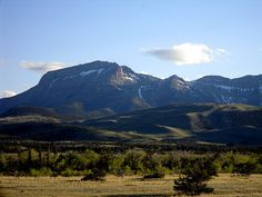 Rocky Mountain Front near Choteau, Montana.a piece of my heart is in montana Choteau Montana, Montana Homes, Wonderful Places, Great Places, Places To See, Long Valley, Wolf Creek, Big Sky Country, Morning Light