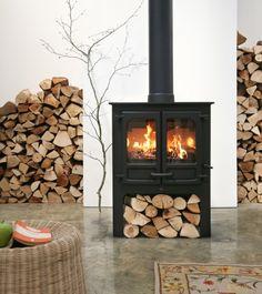 Houtkachel op cv..Nodic Fire: Carvaille hoog. Een stoer object in de woonkamer.