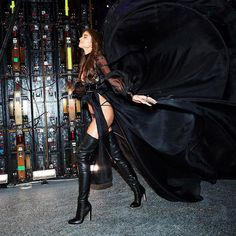 Taylor Hill Exiting The Runway Victoria's Secret 2016 Fashion Show in Paris- November 2016 Victoria Secret Pink, Victoria Secret Lingerie, Victoria Secret Angels, Victoria Secret Fashion Show, Vs Fashion Show 2016, Vs Fashion Shows, Fashion Models, Girl Fashion, Taylor Marie Hill
