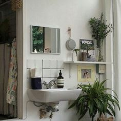 Are you tired of your current decor? No matter what the situation, you can check out the popular interior designs to begin figuring out how to transform your living. My New Room, My Room, Deco Studio, Dream Apartment, Aesthetic Rooms, House Rooms, Living Spaces, Living Room, Sweet Home