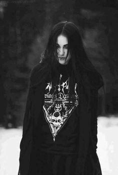 Black metal girl                                                                                                                                                                                 Mehr