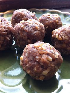 Homemade larabars - Chop nuts, remove from blender, chop dates, then add nuts to mixture and blend again. Ball up and smash down to create individual cookies. Healthy Sweets, Healthy Snacks, Healthy Recipes, Clean Eating Snacks, Healthy Eating, Homemade Larabars, Food Obsession, Protein Ball, Paleo Whole 30