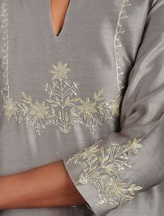 Zardosi Embroidery, Embroidery On Kurtis, Kurti Embroidery Design, Hand Embroidery Dress, Embroidery Neck Designs, Embroidery Motifs, Embroidery Suits, Machine Embroidery, Gold Embroidery