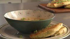 Chef-kok Sharon de Miranda maakt na het weekend een snelle maaltijd: Maissoep met zelfgemaakt naanbrood.