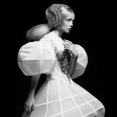 Avant garde hair by Efi Davies. BHA Avant Garde Hairdresser of the Year garde hair High Fashion Hair, Weird Fashion, Fashion Art, Avant Garde Hair, Toni And Guy, Fantasy Hair, Creative Hairstyles, Fashion Hairstyles, Sculptural Fashion