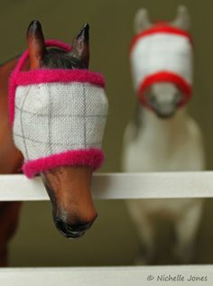 DIY model scale fly masks for your Schleich figurines. Hobby Horse, Horse Tack, Horse Fly, Race Horses, Bryer Horses, Shoo Fly, Horse Accessories, Horse Crafts, Equestrian Outfits
