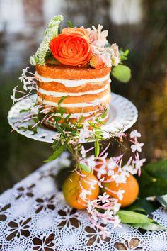 Casino San Clemente Wedding Inspiration from Chris Wojdak Photography. Bolos Naked Cake, Naked Cakes, Wedding Cake Photos, Wedding Cake Designs, Cake Decorating Techniques, Cake Decorating Tutorials, Tangerine Wedding, Sparkle Cake, Metallic Wedding Cakes