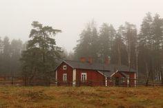 Korteniemi marraskuu 2015. Tilan toimet on talveksi tauonneet, mutta opastuksia tilalle teen myös syksyllä ja talvella!  #liesjärvi #kansallispuisto #nationalpark #korteniemi #erärenki #retket