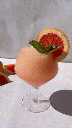 Fancy Drinks, Bar Drinks, Cocktail Drinks, Cocktail Recipes, Beverages, Frozen Cocktails, Summer Cocktails, Café Bar, Brunch Party