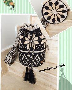 "18 Me gusta, 2 comentarios - Ülkü Süyök (@hand_made_wayuu) en Instagram: ""3 kat burgu iplerimiz ile wayuu sapimiz hazırlanıyor ❤💙💚💛💜🌈🌈🌈 #plysplitbraiding #siparisalinir…"" Tapestry Bag, Tapestry Crochet, Crochet Handbags, Crochet Purses, Tribal Patterns, Crochet Patterns, Cross Stitch Embroidery, Cross Stitch Patterns, Mochila Crochet"
