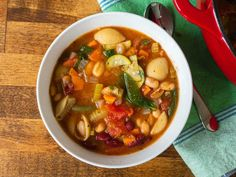 Bean Recipes, Copycat Recipes, Soup Recipes, Yummy Recipes, Cooking Recipes, Olives, Olive Garden Minestrone Soup, Recipes With Kidney Beans, Tomatoes