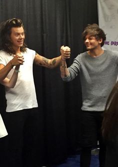 Larry stylinson holding hands 2015