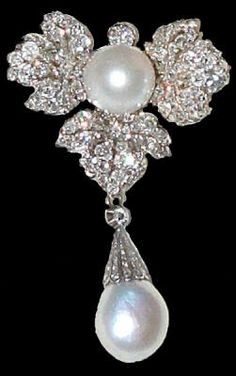 THE NETHERLANDS | This diamond 'feuille de groseille' brooch with a large round natural pearl and pear pearl pendant once belonged to Queen Sophie, born a Princess of Wurttemberg. ... In recent years, Princess Maxima has also been seen wearing this brooch. The diamond leaf brooch can be worn in different ways: upside-down, with and without the drop pearl pendant, as a brooch or as a devant de corsage. The pear shaped pearl seems to have been replaced in recent years. | © 2014 Dutch Royal…