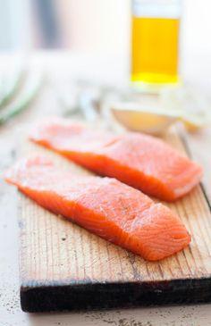 esta receta de salmón marinado a la naranja esincreíblemente fácil. Es un plato que me encanta, súper ligero, fresco y sano,