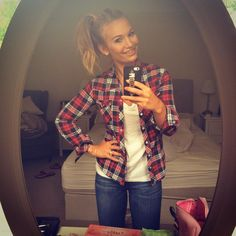 Back home!  And breaking out the autumn boots with a flannel shirt & high pony  #autumnishere #backintheuk #byesummer