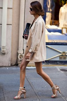 Blazer and Heels >> The Sartorialist The Sartorialist, Fashion Week, Look Fashion, Womens Fashion, Fashion Trends, Fashion Bloggers, Net Fashion, Fashion Tag, Fashion Hacks