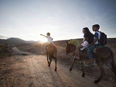 Journey to school photo gallery | United Nations Educational, Scientific and Cultural Organization