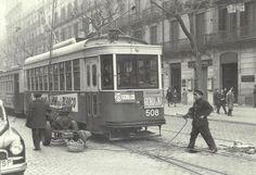 TRANVIA DE BARCELNA. GRUPO MOTOR Nº 2 DE REPARACION Y SOLDADURA EN VIAS POR EL PROCEDIMIENTO DE ARCO ELECTRICO MONTADO SOBRE UN APOYO RODANTE PARA SU TRASNPORTE BARCELONA AVDA SAN PEDRO FEBRERO 1958 Barcelona City, Barcelona Spain, Trains, Heavy And Light, Light Rail, Retro Ads, Wanderlust Travel, Public Transport, Madrid