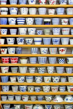 砥部焼 窯 - Google 検索 Ceramic Bowls, Ceramic Pottery, Ceramic Art, Japanese Ceramics, Japanese Pottery, Japanese Table, Blue Palette, Japan Image, Teapots And Cups