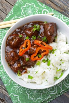 Spicy Asian Venison Bowl - venison stew meat served with a spicy, sweet Asian chili sauce alongside a bowl of jasmine rice Deer Recipes, Stew Meat Recipes, Venison Recipes, Cooking Recipes, Game Recipes, Jerky Recipes, Cooking Games, Cooking Classes, Yummy Recipes